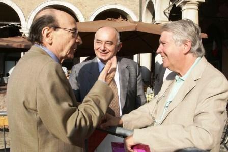 Festival filosofia, il filosofo Remo Bodei con il filosofo Tullio Gregory, a sinistra, e il sindaco di Modena Giorgio Pighi al centro.jpg