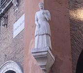 la bonissima,statua di donna,statua medioevale,piazza grande,fiera del gusto,prodotti tipici,cucina tipica modenese,cucina tradizionale modenese