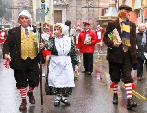 carnevale,carri allegorici,la società dei sandroni,coriandoli,maschere,famiglia pavironica