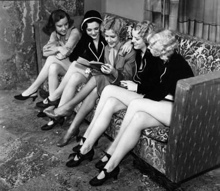 women-reading.jpg