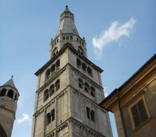 ghirlandina,piazza grande,famiglia pavironica,restauro,mimmo paladino,torre campanaria