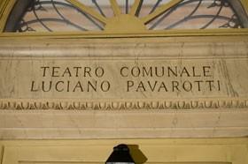 teatropavarotti.jpg